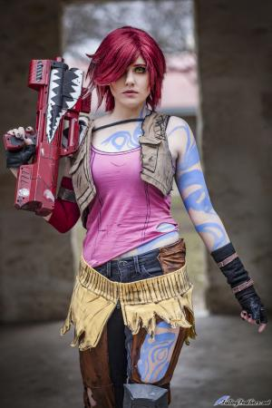 Photoshoot of Borderlands 2 by Angelwing